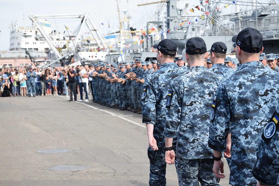 Звільнені з полону моряки повернулися до Одеси