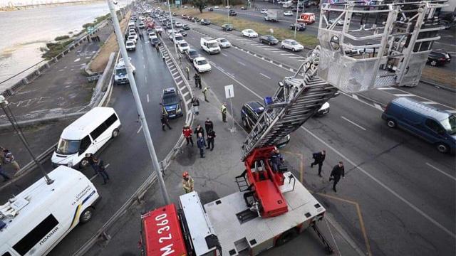 В Киеве возобновили движение метро по красной ветке