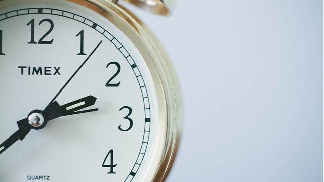 Как перевод часов на зимнее время влияет на здоровье