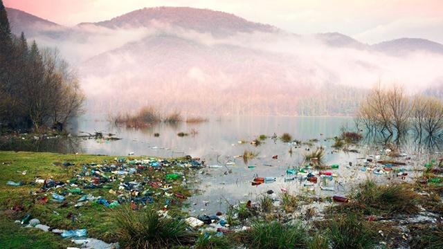 Міжнародний сміттєвий конфлікт: хто дозволяє скидати відходи у річки Закарпаття
