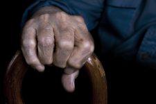 Кабмін відклав виплату 400 грн пенсіонерам від 75 років