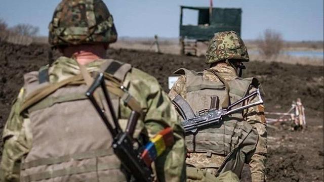 Ситуация на Донбассе: 15 обстрелов, погиб военный