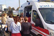 Выбитые зубы и ушибы: 10 человек пострадали при столкновении автобусов во Львове