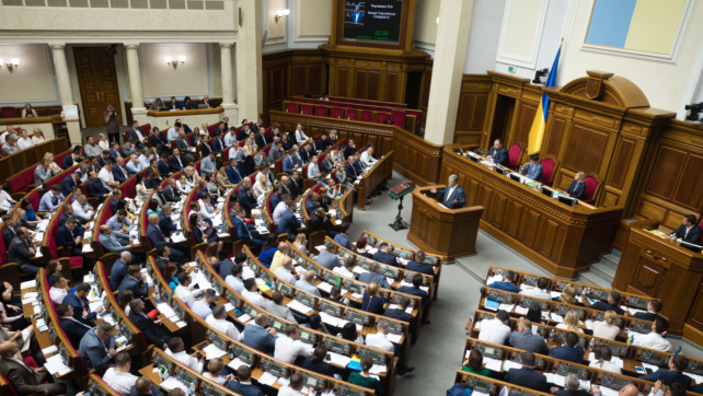 Зменшення кількості депутатів до 300: до чого це призведе