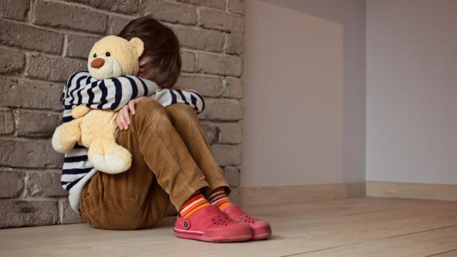 На Дніпропетровщині батьки катували 9-річного сина розпеченою ложкою