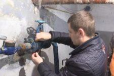 В Николаеве отключили от воды жилой дом из-за долга нескольких квартир