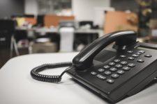 Карантин: куди телефонувати у разі проблем і номери кол-центрів