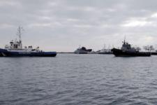 Буксиры ВСУ прибыли за захваченными РФ украинскими кораблями