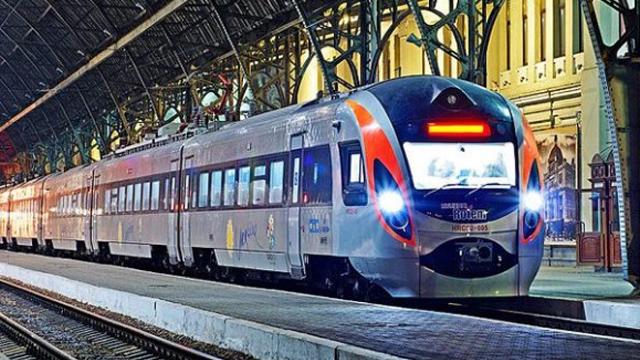 Біля Запоріжжя зійшов з рейок пасажирський потяг Інтерсіті