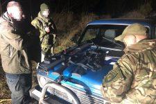 Приехали пострелять: в Чернобыльской зоне задержали два авто с оружием