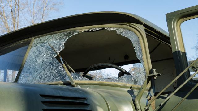 Боевики подбили грузовик ВСУ в Донецкой области – пострадали трое бойцов