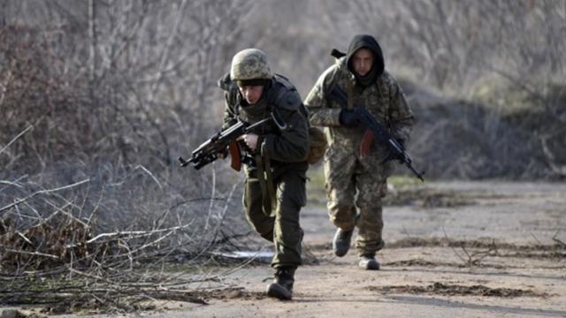 На Донбассе погиб военный ВСУ, трое раненых