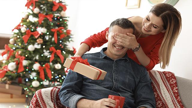 Подарки на Новый год 2020: что купить парню
