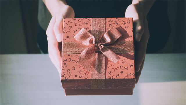 Подарунки на Новий рік 2020: що купити дівчині