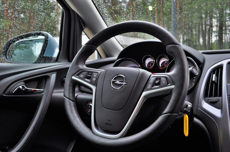 Перетяжка кожей салона Opel Astra J | 510x768