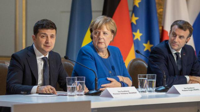 Зеленський проведе відеоконференцію з Меркель та Макроном у Парижі