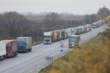 Водії живуть у машинах: черги на західних кордонах України досягли 20 км