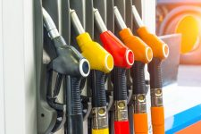 Минэкономики выяснит, почему не снижаются цены на топливо