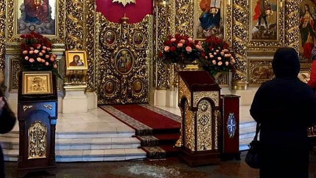 Підняв і кинув: у Михайлівському соборі чоловік розбив ікону
