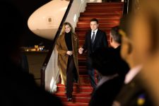 Зеленский прилетел в Азербайджан с рабочим визитом