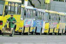 В Киеве водитель маршрутки подрался с водителем Mercedes