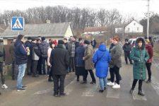 На Буковине жители Черновки перекрыли дорогу с требованием включить их в ОТГ