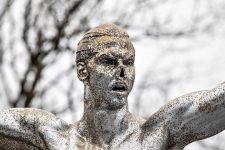 Вандали перетворили статую Ібрагімовича на Лорда Волдеморта