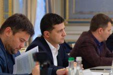 Зеленский призвал сети АЗС к снижению стоимости бензина