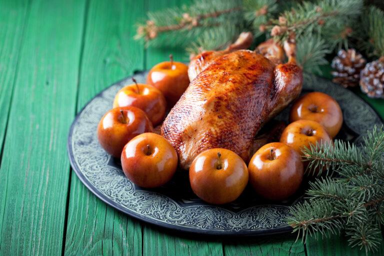 Різдвяний гусак з яблуками