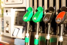 АЗС снизили цены на бензин после встречи с Зеленским