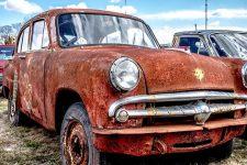 Без автохлама на улицах. Как в Эстонии борются с брошенными автомобилями