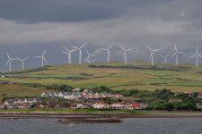 Вітряки та штучний інтелект. Як острів біля Шотландії забезпечує себе електрикою
