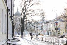 Циклон у Києві: сильний вітер, ожеледь і 10 см снігу