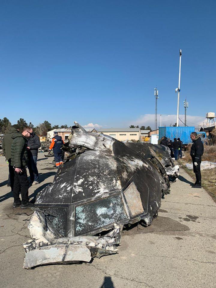 уламки збитого літака МАУ