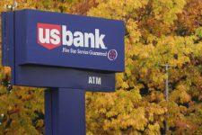 У США работник банка помогла клиенту – ее уволили