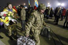Без документів і житла. Куди підуть звільнені з полону українці після реабілітації