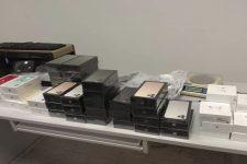 У Борисполі знайшли забуту валізу із купою iPhone та Air Pods