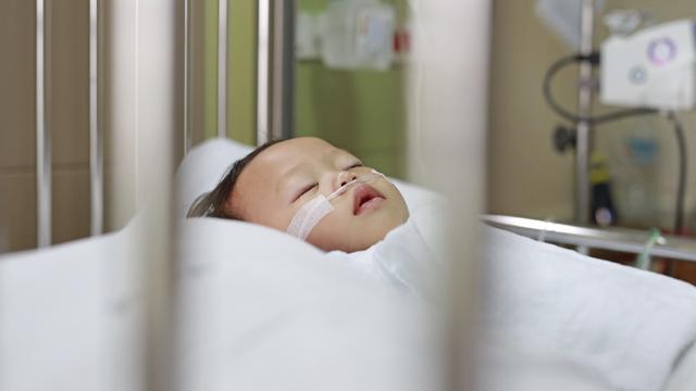В Японії вперше зареєстрували випадок передання Covid-19 від матері немовляті