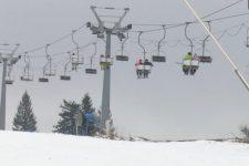 Искусственный снег и потеря туристов. Последствия теплой зимы в Закарпатье