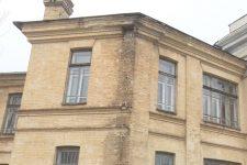 Крыша течет, окна аварийные: в Черкассах разрушается Центр детского творчества
