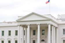 Выборы в США: на кокусах в Нью-Гемпшире победил Сандерс
