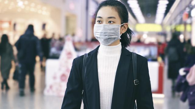 Китай відкрив в'їзд для іноземців, імунізованих китайською вакциною