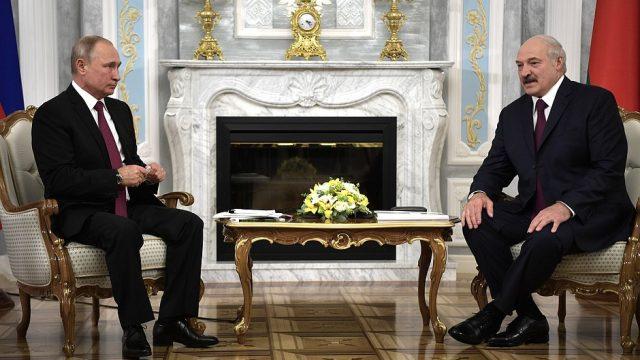 """Відносини напружені: Лукашенко вважає Путіна """"старшим братом"""""""
