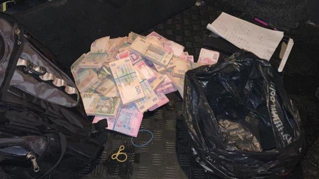 ДБР затримало чиновника секретаріату Кабміну на хабарі у 2,5 млн грн