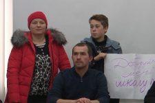 В Луцке из-за аварийных помещений родители не пускают детей в школу