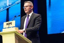 Называл милым. Министр финансов Шотландии подал в отставку из переписки с подростком
