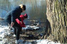 Вытащили из ледяной воды. В Казатине старшеклассники спасли жизнь мужчине