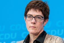 Крамп-Карренбауер не йтиме у канцлери Німеччини