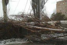Непогода обесточила 380 населенных пунктов в Украине