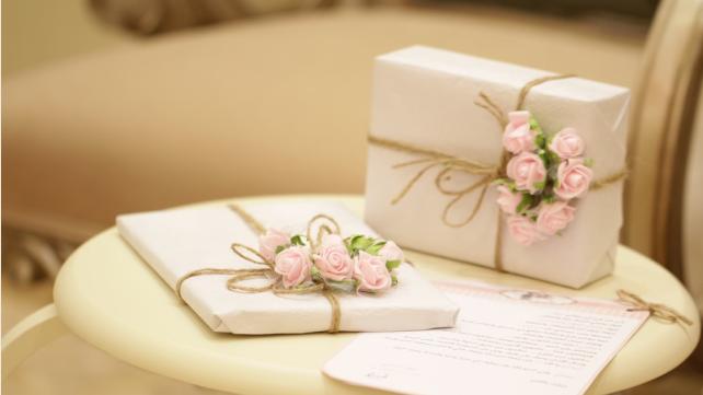 Що подарувати подрузі на 8 березня: ідеї подарунків